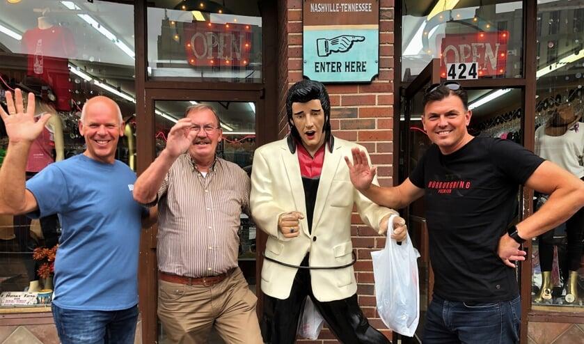 • Douwe van der Tuin met zijn schoonzoon Eric (l) en zoon Patrick (r) in Nashville.