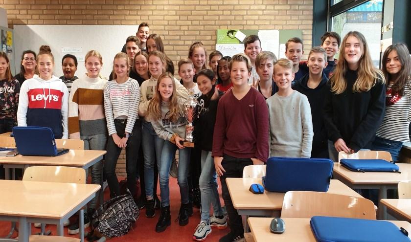 • Klas 1P, die met hun optreden de Mierenbal Wisselbokaal heeft gewonnen.