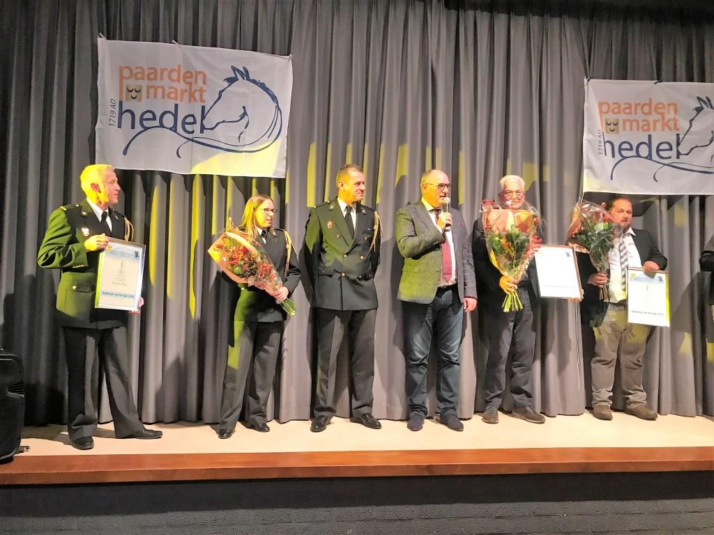 • Burgemeester Henny van Kooten maakte de nieuwe Hedelnaar van 't Jaar bekend. Foto: aangeleverd © Bommelerwaard