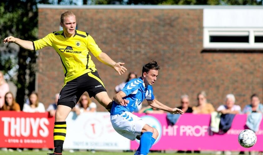 • Bob van Oosterhout eerder dit seizoen tegen Schelluinen.