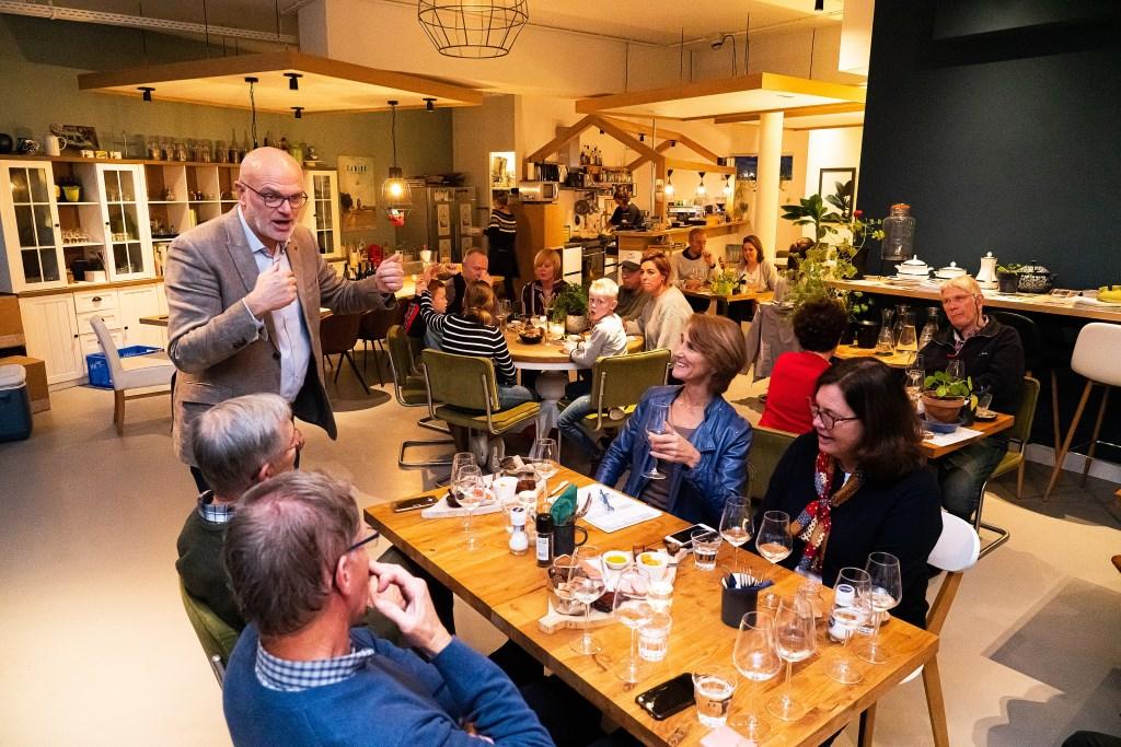Wijnproeverij in de Keuken van Hoef en Haag Foto: Nico Van Ganzewinkel © Vianen