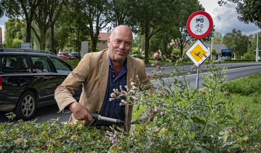 • Oudshorn knipte afgelopen zomer uit protest met zijn eigen heggenschaar de beplanting op een van de rotondes.