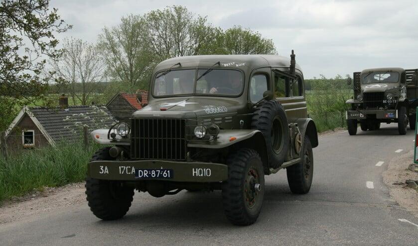 • Ook de oude legervoertuigen worden weer van stal gehaald.