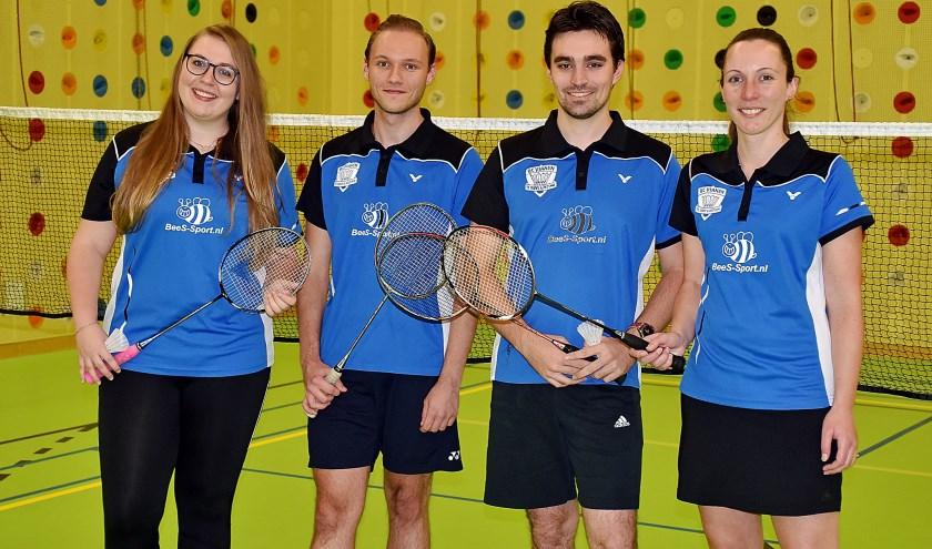 • Het succesvolle badminton-team, v.l.n.r. Team vlnr:  Angela en Jorn Steehouder en Pascal en Miranda Overbeek.