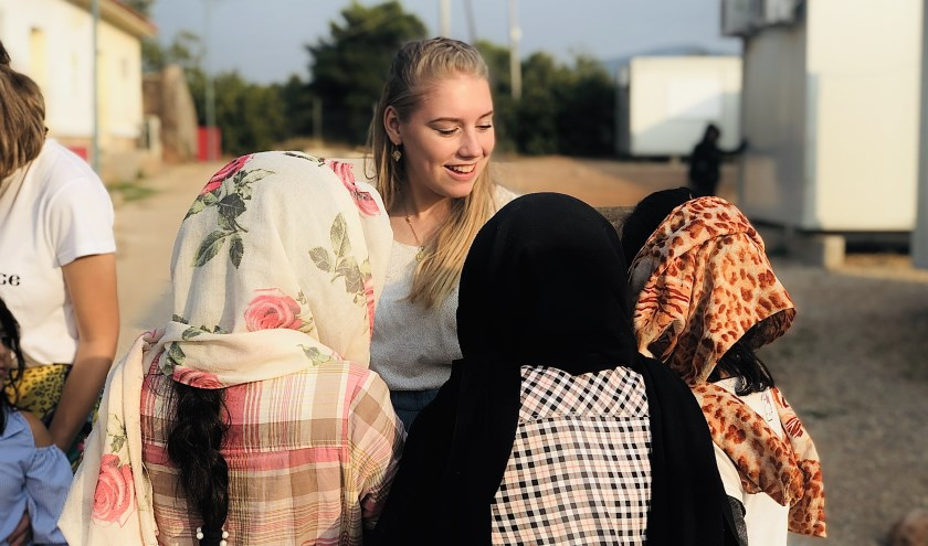 In gesprek met vluchtelingen.