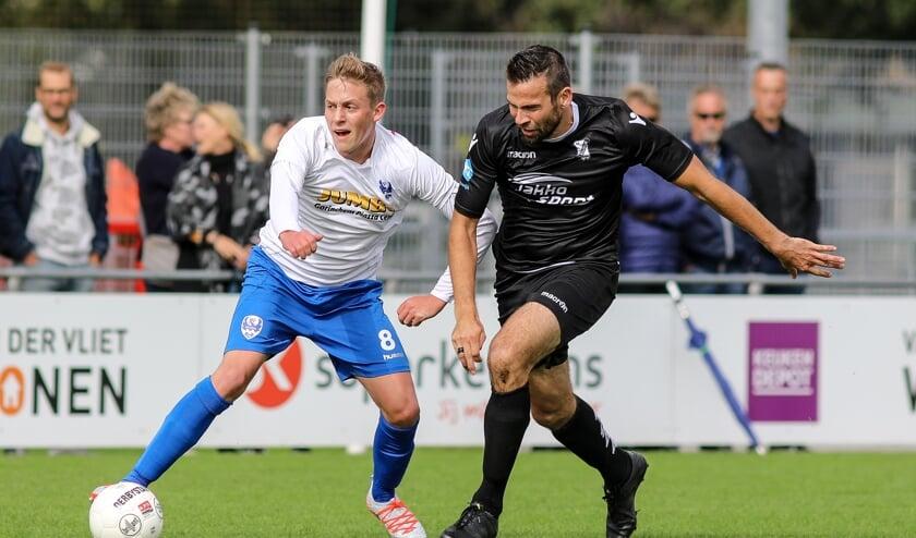 • ASV Arkel ziet de talentvolle Daan Ruwaard (l) naar derdedivisionist Unitas vertrekken.