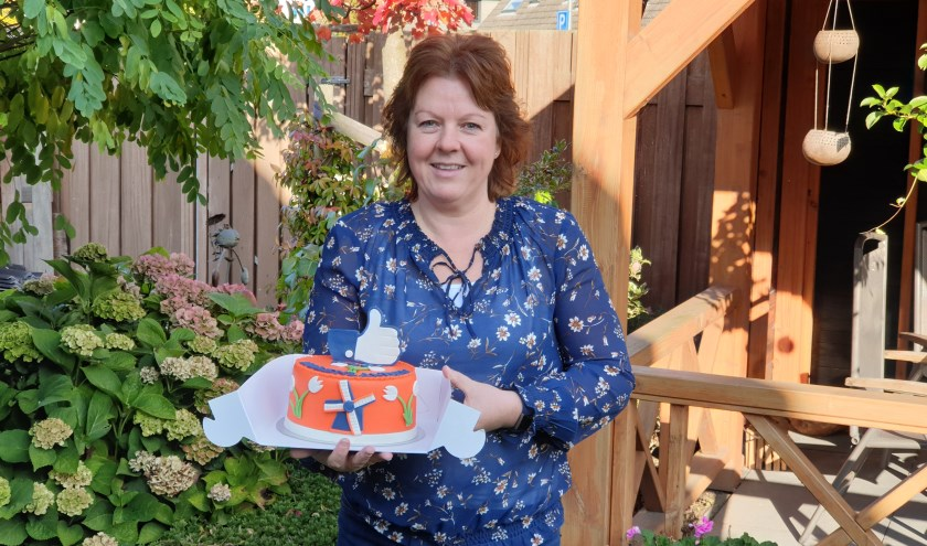 • Wendy Bron-Dekker uit Schelluinen won deze maand de taart van de actie Mooi Molenlanden van VVD Molenlanden