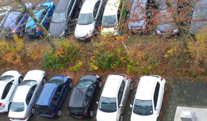 • De parkeerplaats van de Constantijn Huygenslaan staat vaak vol.
