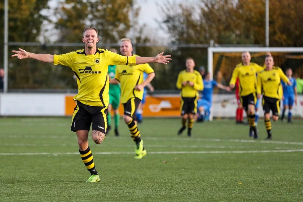 • Groot-Ammers - VVAC (2-2). Foto: Rick den Besten - Regio-Voetbal © regiosport