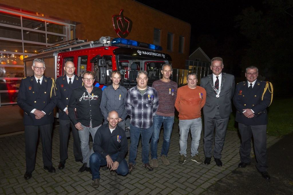 • De gehuldigden in de brandweerkazerne te Haastrecht. Foto: wijntjesfotografie.nl © Krimpenerwaard