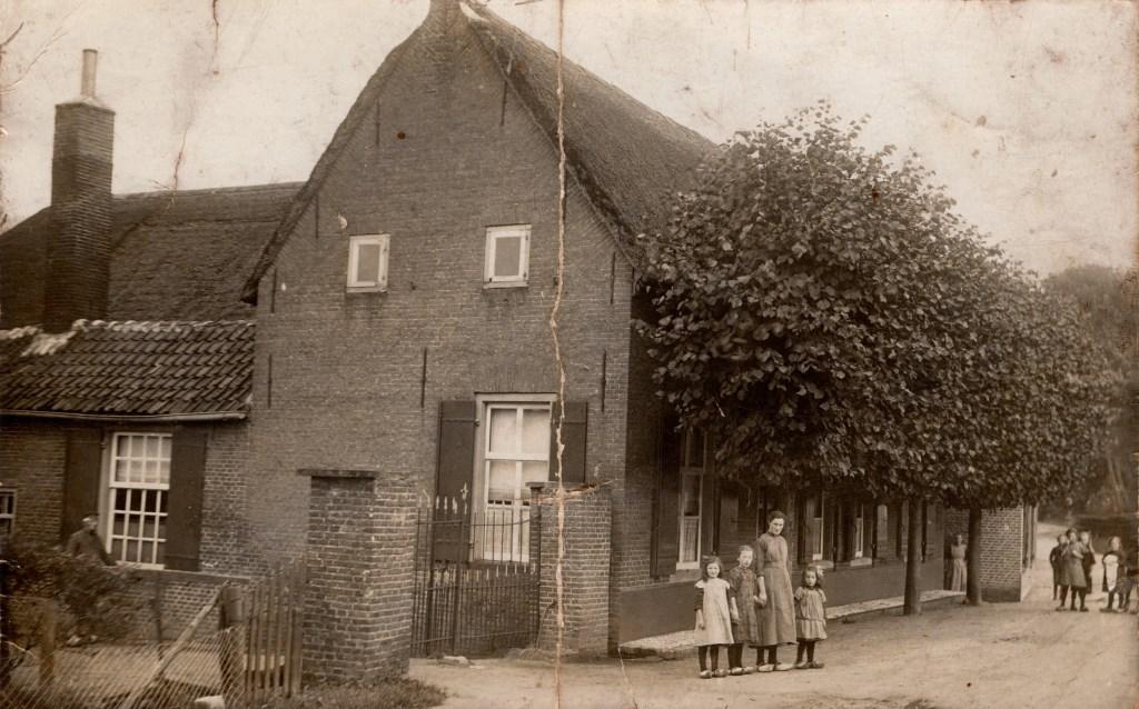 • Ouderlijk huis Driek Brekelmans. Foto: privé collectie © Bommelerwaard