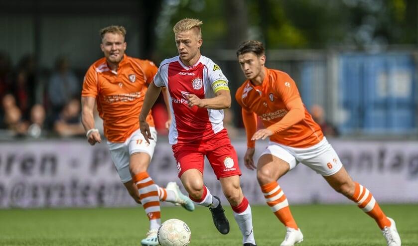 • Gwaeron Stout als captain van IJsselmeervogels.