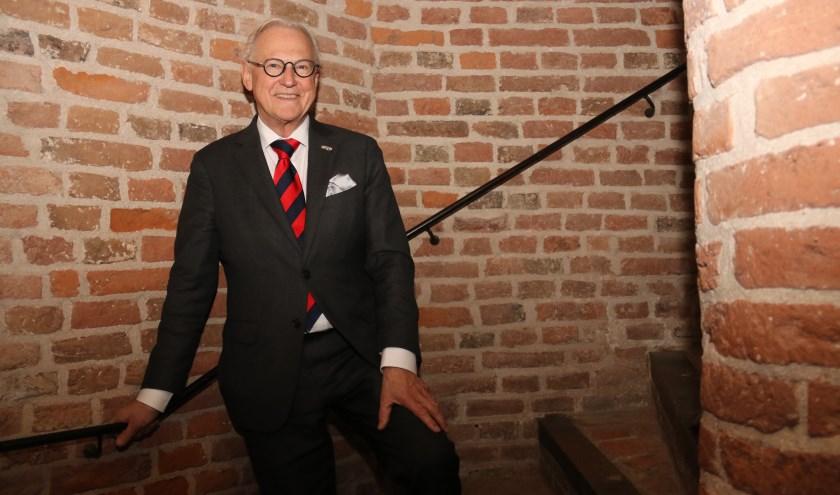 • Scheidend burgemeester Jan Pieter Lokker in het oude gedeelte van stadhuis Vianen.