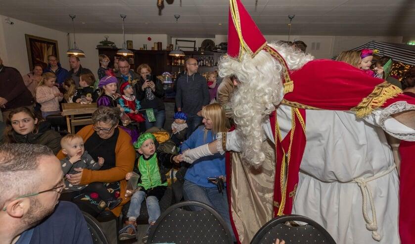 • Sinterklaas maakte zijn opwachting in 't Buitenhoff