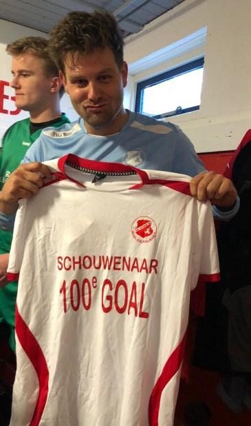 • Remy Schouwenaar scoorde zijn 100-ste goal in de hoofdmacht van NOAD'32.