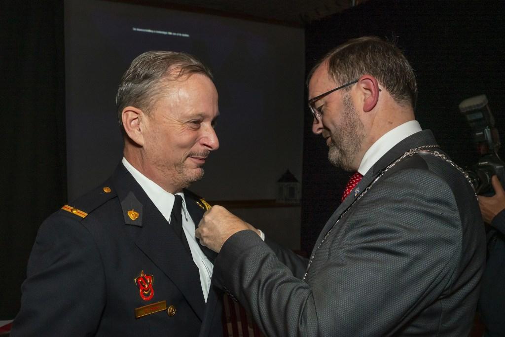 Koninklijke Onderscheidingen bij brandweer Waardenburg Foto: Nico Van Ganzewinkel © Leerdam