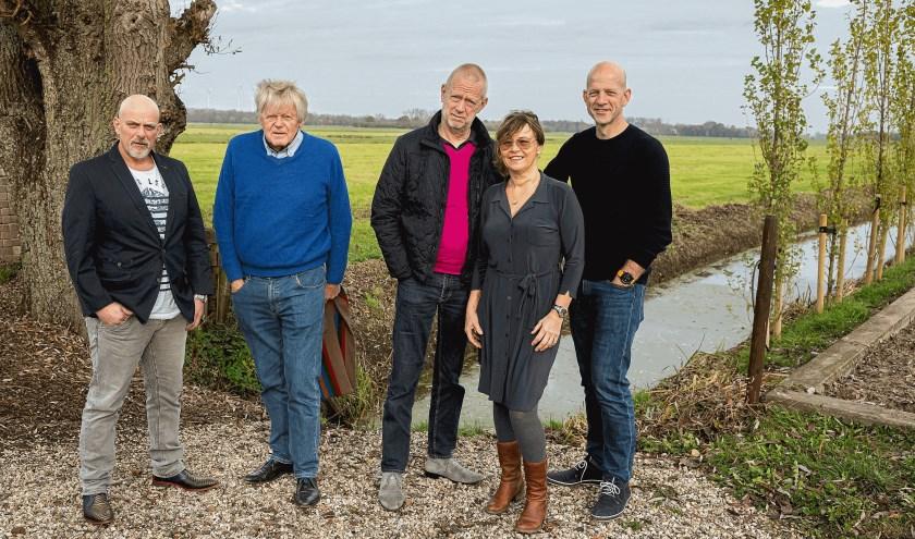 • De vijf bestuursleden van de nieuwe vereniging Tegenwind Zijderveld.