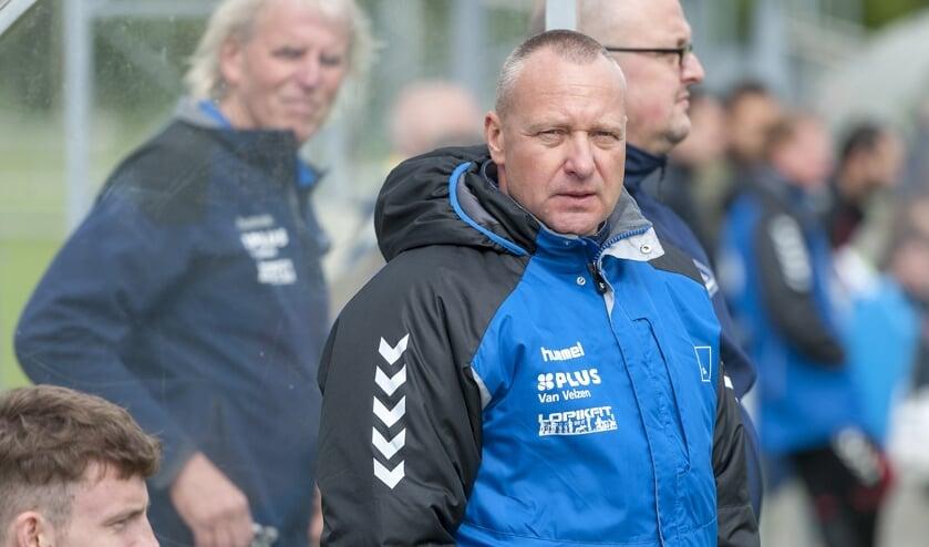 • Bertus van Schaik is bezig aan zijn laatste seizoen als hoofdtrainer van SV Lopik.