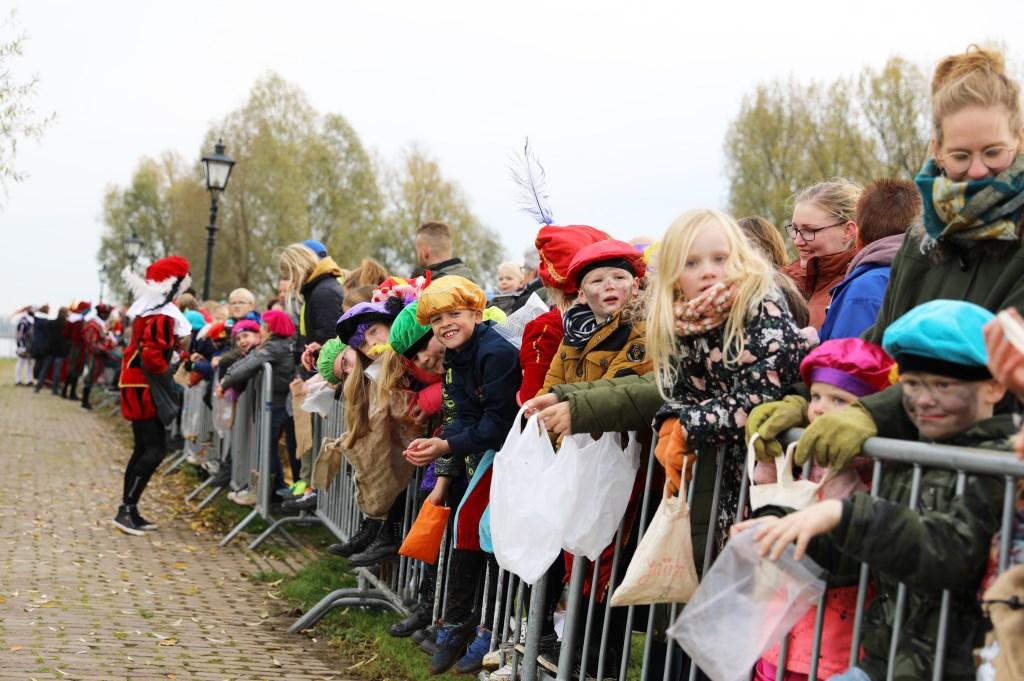 • Aankomst Sinterklaas in Nieuwpoort. Foto: Rick den Besten  © Alblasserwaard