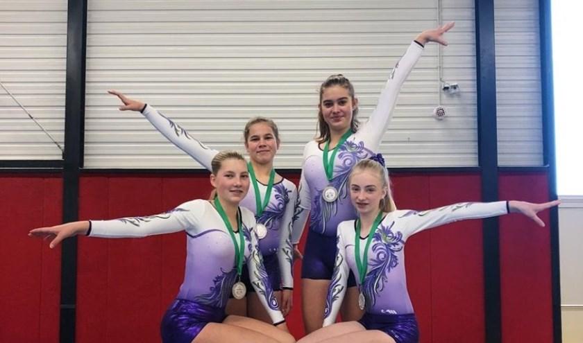 • Lieke, Aylin, Amber en Eline vormden een team.