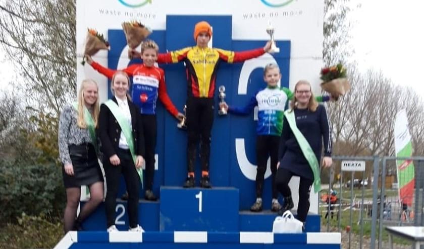 • Daan Hartog op de hoogste trede van het podium in Honselersdijk.