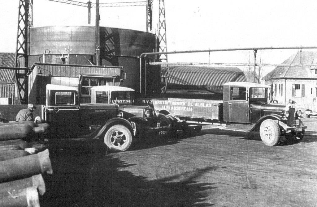 • Wagenpark van de Zuurstoffabriek, in vroegere tijden.  © Klaroen