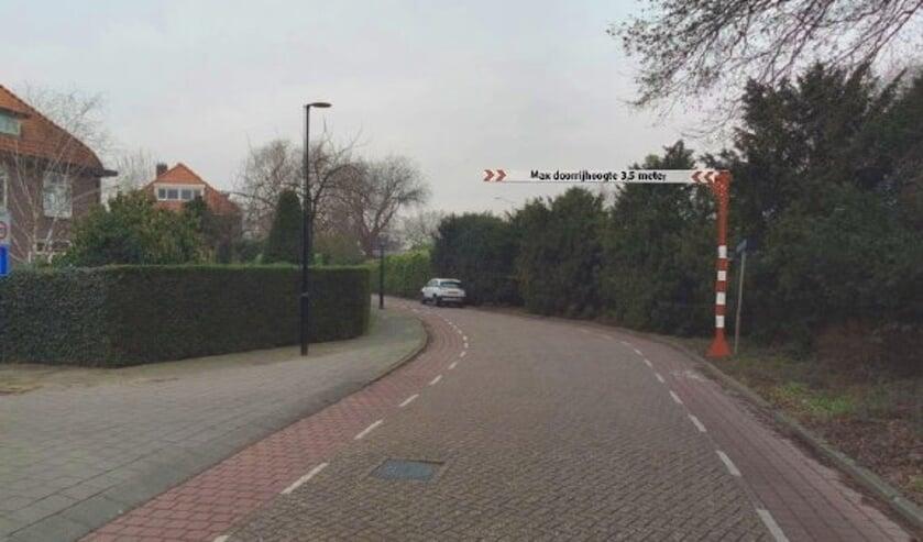 • Het hoogteportaal (ingetekend) op de Rotterdamseweg in Krimpen aan den IJssel.