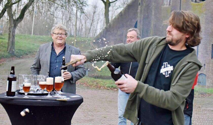 • Het nieuwe champagnebier Bière Brut werd woensdag gesabreerd.