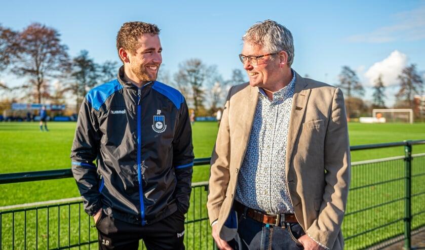 • Bergambachtenaar Dieks Potuyt is benoemd tot erelid van V.V. Bergambacht. De oud-voetballer, vrijwilliger en vice voorzitter wordt geflankeerd door zijn jongste zoon Jordy.