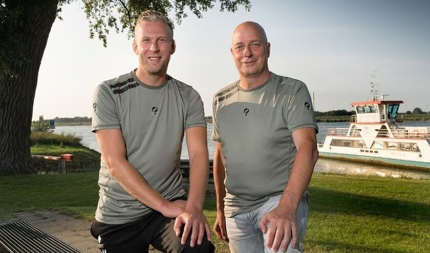 <p>• Hans de Jong en Peter Pannekoek, het nieuwe trainersduo van Wilhelmina'26.</p>