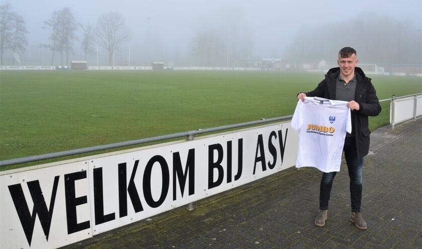 • Stefan van Hulst speelt volgend seizoen in het wit-blauw van ASV Arkel.