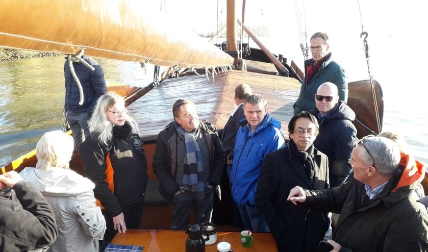 • Een delegatie van de gemeente Krimpenerwaard bekeek het IHC-terrein zaterdag vanaf de Zeldenrust.