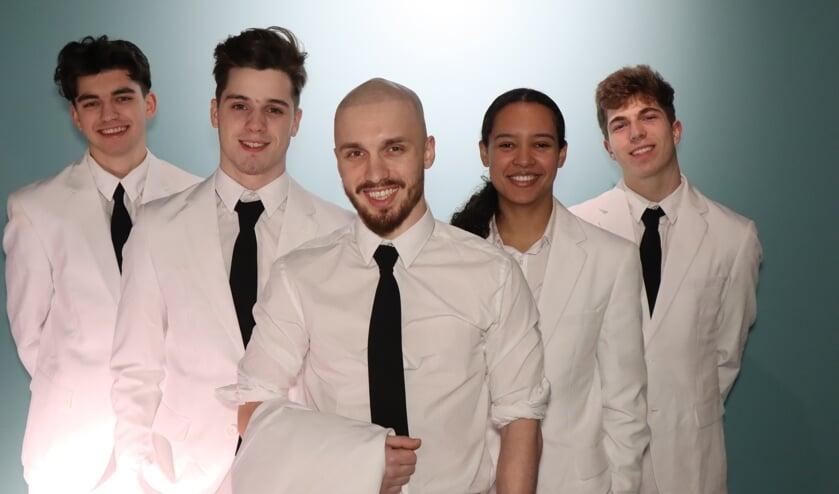 • Vijf dansers van Breaksquad.
