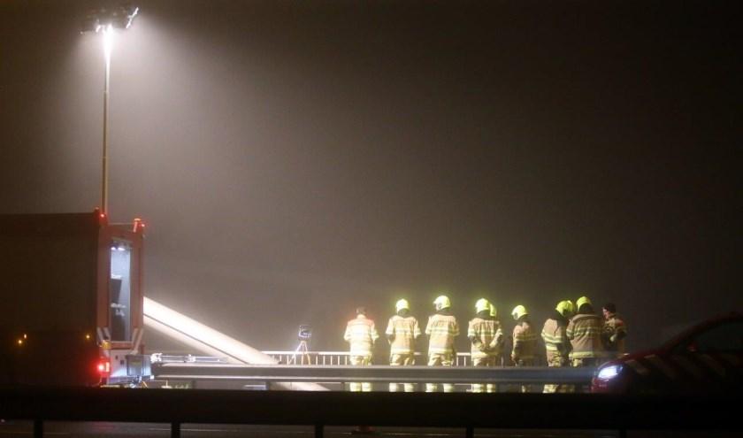 • De bruggen over de Waal (A2 en spoor) waren tijdelijk afgesloten in verband met de aanvaring.