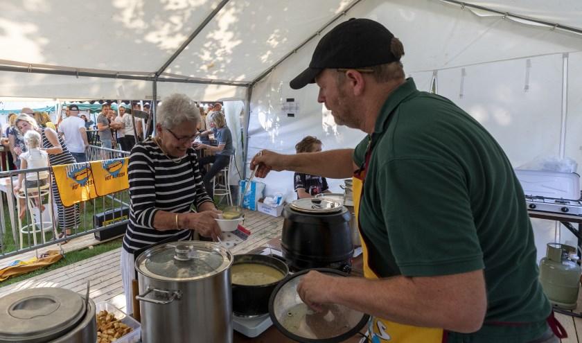 • Wethouder De Vreede noemt het Soepenfestival in Alem als een voorbeeld van een evenement dat in aanmerking zou komen voor het niet betalen van leges voor het evenement. De subsidie geldt niet voor de drank- en horecavergunning.