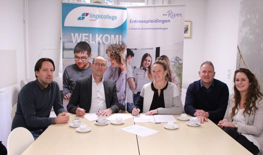 • V.l.n.r. Dirk van Oosteren (Lingecollege), Peter Schaap (Lingecollege), Josje Verhoeven (ROC Rivor), Frank Arnoldus (ROC Rivor) en Mariëlle Konings (ROC Rivor).