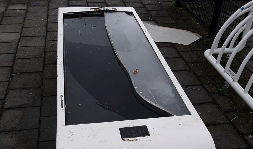 • De vernielde solar-wifibank.