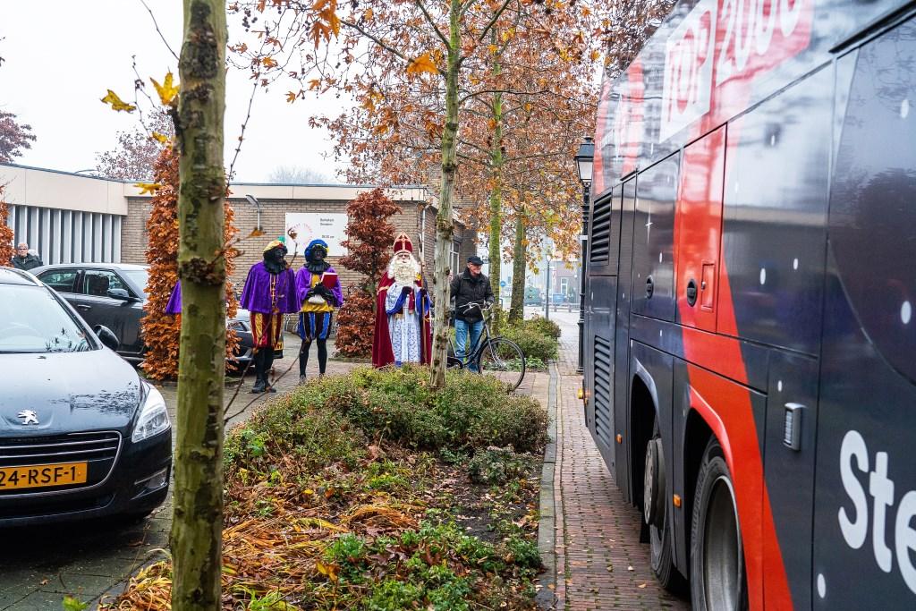 Top 2000 Stembus bij Bethelkerk in Leerdam Foto: Nico Van Ganzewinkel © Leerdam