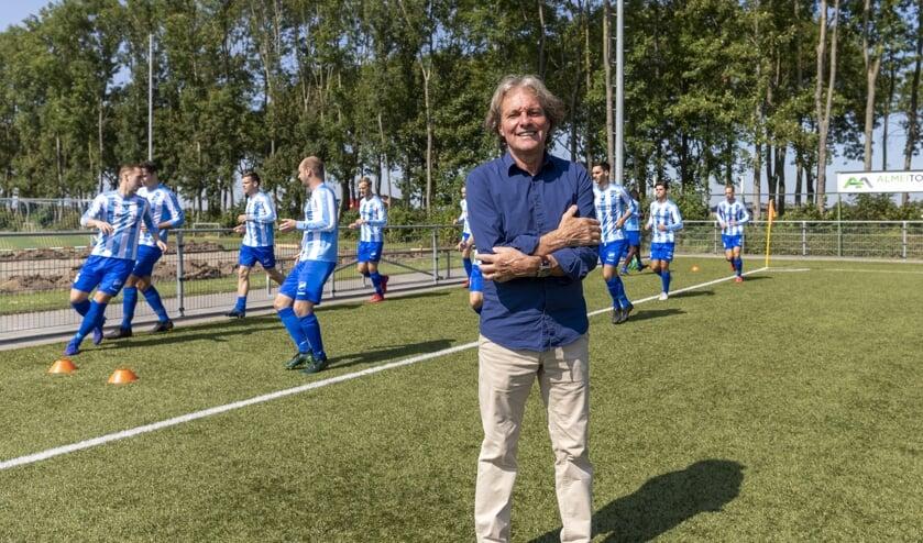 • Almkerk-trainer Ad van Seeters.