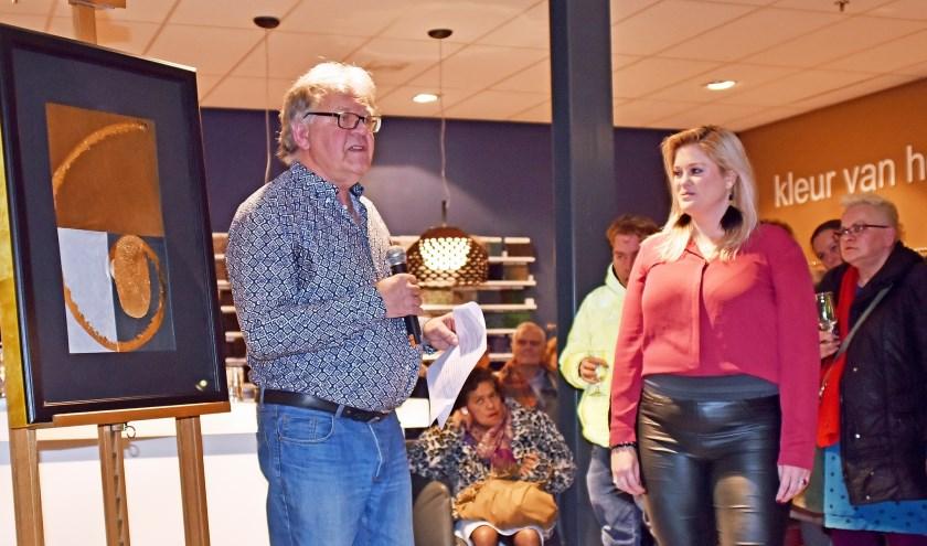 • Uit handen van Gerard Akerboom kreeg Aura Kuipers de eerste prijs.
