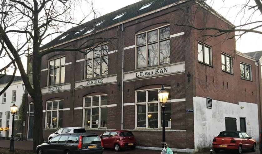 • De voormalige klokkenfabriek aan de Oude Haven.