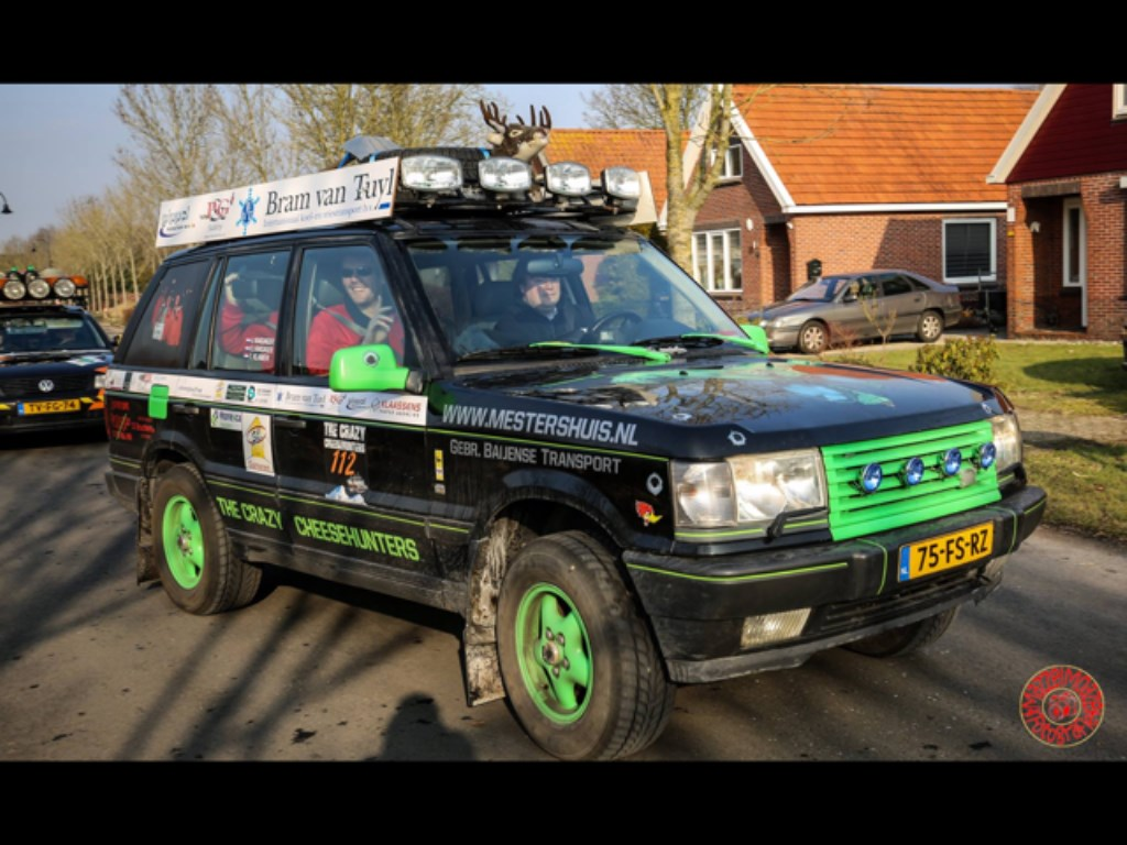 • Met deze Range Rover uit 1995 gaan de mannen het avontuur aan. Foto: aangeleverd © Bommelerwaard