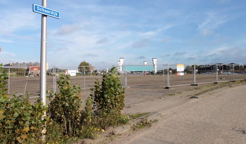 • De Schaardijk die dwars door het voormalige EMK-terrein loopt.