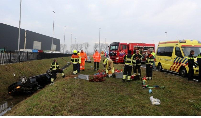 • De auto van de vrouw raakte door nog onbekende oorzaak van de weg, bij de afrit Velddriel.