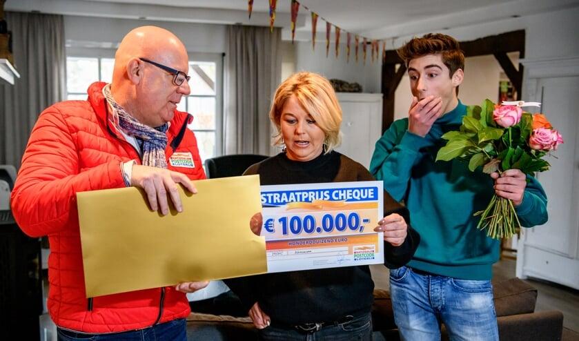 • Eida uit Alblasserdam met cheque van 100.000 euro.