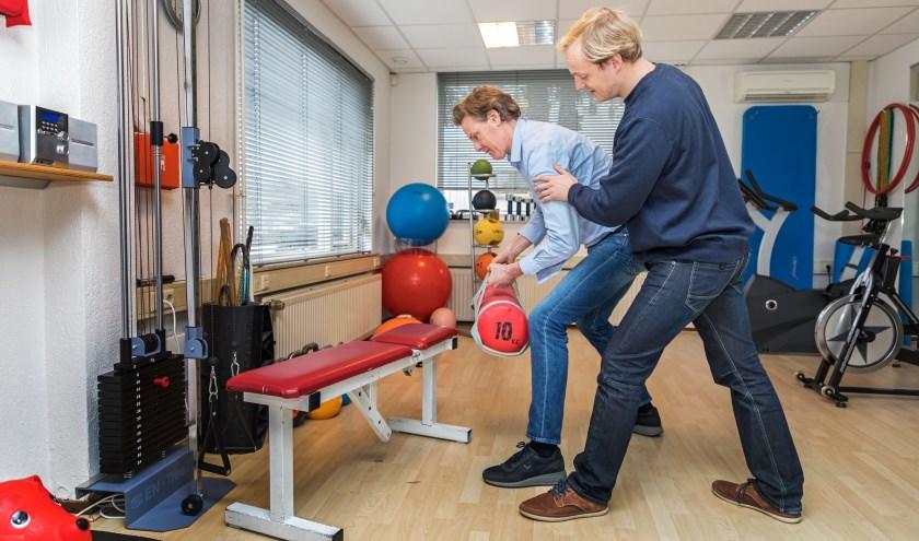 • De nieuwe fysiotherapeut Arend Brandsma (r) samen met eigenaar en oprichter Edwin Tulkens.