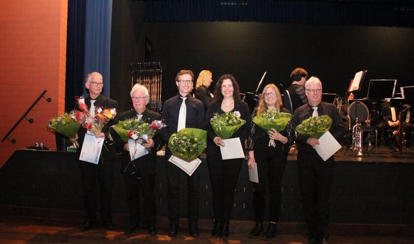 • V.l.n.r. Mettien van Mourik, Gijs de Joode, Bart-Jan van Zandwijk, Nelleke Molenaar-van Zandwijk, Antoinique de Joode en Bert van Veen.