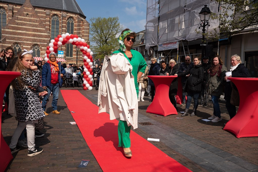 Fashion Red Carpet Leerdam Foto: Nico Van Ganzewinkel © Leerdam