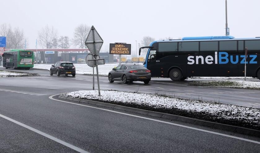 • Een van de haltes van Qbuzz bij de A27/N214, die als onveilig wordt ervaren.