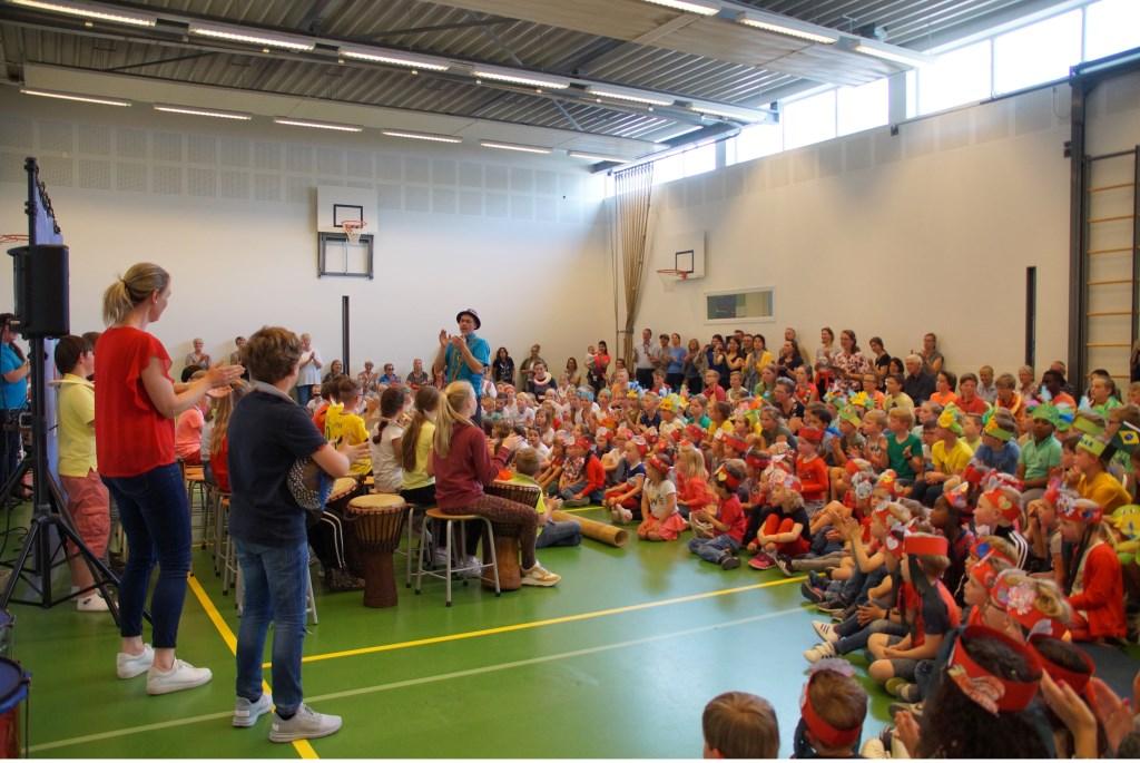 • De Klankenkaravaan verzorgde voor de hele school een 'muzikale wereldreis'. Foto: aangeleverd © Bommelerwaard